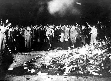 nazis-quimando-livros.jpg